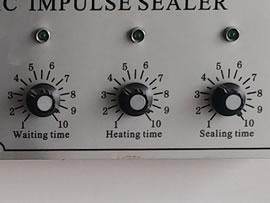 Selladora neumática con presión y tiempo de sellado configurables
